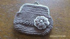 バザーに出したがま口財布の編み図です^^パイナップル編みのストールを期待されていた方、ごめんなさい。今、編み図を書いてますので、もうちょっとお待ちくださいね~^^;ベースは細編みで、1列だけポイントにスタークロッシェを入