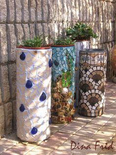 Garden Art DIY: Planters made from plastic PVC tubes and mosaic ti. Mosaic Art, Mosaic Tiles, Mosaic Planters, Garden Planters, Garden Mosaics, Diy Planters, Tall Planters, Plastic Planters, Mosaic Flower Pots