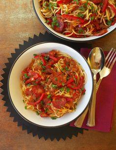 O Meu Tempero: Esparguete com tomate, pimento e chouriço