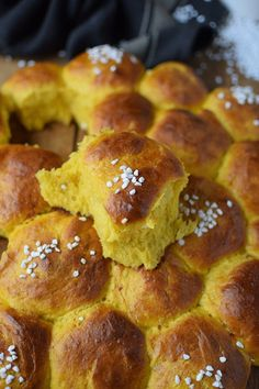 Pumpkin rolls: Fluffy and delicious in autumn ⋆ Crunchy room - Brot backen - Delicious Cake Recipes, Yummy Cakes, Pampered Chef, Pumpkin Recipes, Fall Recipes, Mets, French Food, Food Cakes, Calories