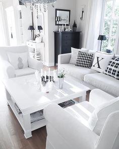 Gestern noch MIT Weihnachtsdeko...!Jetzt ist nur der Baum noch da! #interior #interior4all #interior_and_living #ninterior #blackandwhite #whiteliving #me #myhome #dream_interiors #inredning #home #finehjem #stilinspiration #interior123 #light #inspire_me_home_decor #decoration #interior_magasinet #passion4interior #germaninteriorbloggers #interiorallforyou #interior125 #interior4all #interiorwarrior #sundayevening
