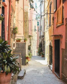 Cinque Terre Guide. Vernazza, Italy.