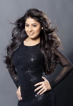 Sunidhi Chauhan: She is no longer a plain-Jane crooner. Mascara-clumped lashes, eyeshadow-brushed eyelids, chic western gear and hair in stylish disarray.Sunidhi Chauhan has acquired haute looks to match her many robust, seductive super hits. Indian Actress Photos, Beautiful Indian Actress, Indian Actresses, Bollywood Makeup, Sunidhi Chauhan, Top Singer, Desi Masala, Modern Outfits, Beauty Trends