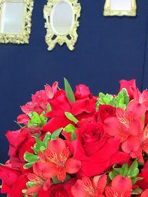 Lindo arranjo de flores, excelente mistura de rosas e astromélias vermelhas.