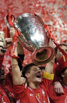 Steven Gerrard lifts the 2005 European Cup. #LFC