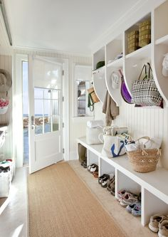 An ideal mudroom storage setup. Love the hooks on three sides, the long bench (for sitting or for laundry baskets), the open shoe storage beneath and the basket spaces above. The only thing I would add is a mail sorting station with cubbies and drawers. Mudroom Laundry Room, Laundry Baskets, Ferrat, Storage Design, Home Interior, Home Organization, Room Inspiration, Decoration, Sweet Home