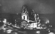 Последняя ночь Спаса-на Сенной. Перед взрывом. Сняты кресты, содрана позолота куполов......Раздетый и обнаженный.... Гибель собора. 1961.