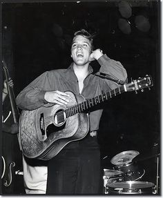 Elvis Presley : First Appearance : The Ed Sullivan Show : 9 Septembre 1956 Elvis Presley Graceland, Elvis Presley Photos, Hoodie Allen, Patrick Stump, Michael Buble, Pete Wentz, Lisa Marie Presley, Priscilla Presley, John Mayer