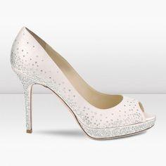 Elegantes zapatos de novia. En Riomar fotógrafos nos gustan. http://riomarfotografosdeboda.com
