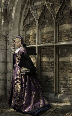 Katherine of Aragon gown 2014 – A Damsel in This Dress Renaissance Costume, Renaissance Clothing, Renaissance Fashion, Tudor Dress, Medieval Dress, Tudor Costumes, Period Costumes, Tudor Era, Tudor Style