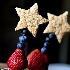 Red, White, and Blue ... Rice Krispy Treat Sparklers.  Fun, Kid-friendly, and perfect for patriotic holidays.
