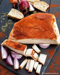 SLANINA FIARTA CU USTUROI SI BOIA | Diva in bucatarie Bosnian Recipes, Braised Pork Belly, Artisan Food, Romanian Food, Tasty, Yummy Food, International Recipes, Charcuterie, Food And Drink