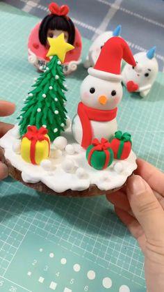 Clay Christmas Decorations, Christmas Cake Designs, Polymer Clay Christmas, Polymer Clay Crafts, Diy Clay, Christmas Cupcakes, Clay Crafts For Kids, Christmas Crafts For Kids, Holiday Crafts