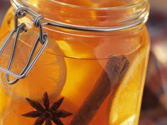 Orangengelee mit Papaya, Zimt und Sternanis - smarter - Zeit: 20 Min. | eatsmarter.de