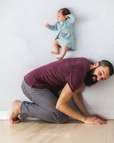 Charming Newborn Photos Taken with Dad are Created Without Photoshop - My Modern Met