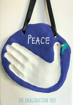 Peace dove salt dough hand print keepsake for kids! Hand Crafts For Kids, Christmas Crafts For Kids, Diy For Kids, Santa Crafts, Holiday Crafts, Holiday Ideas, Christmas Ornaments, Peace Crafts, King Craft