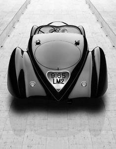 Classic Beauty.  Para saber más sobre los coches no olvides visitar marcasdecoches.org