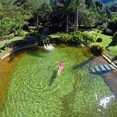 Uma das fotos mais lindas da nossa piscina feita pelos queridos hóspedes @loucosporviagem ! #villasaoromao by villasaoromao