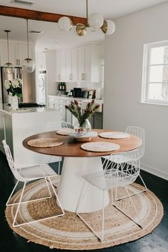 We are obsessed with Jaclyn Johnson's home! As the CEO and founder of Create and Cultivate - her style is comfortable and cozy. #diningroomfurniture