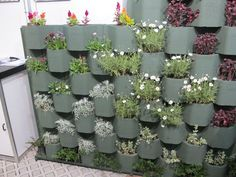 Muros com mais vida e beleza com os blocos pré-moldados de concreto feitos a partir de material reciclado para jardim vertical da linha ecológica da Neo-Rex.