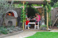 Family parti pizza with Zio Ciro outdoor wood fired Oven