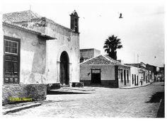 Calle San Felipe, Puerto de la Cruz. Años cincuenta. Auto: José de León Fregel. Tenerife, Mansions, House Styles, Antique Photos, Street, Past, Teneriffe, Mansion Houses, Manor Houses