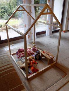 Dětský domeček do interiéru.