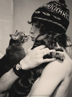 He who loves cats is lovely. (via http://remember-laughter.tumblr.com/post/27822184796)