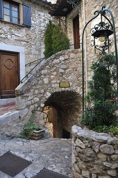 Èze, Provence, France. Favorite place EVER!!!!!! There's something about those little stone stairways and archways and twisty stair-streets in the Mediterranean that just utterly awesome!!
