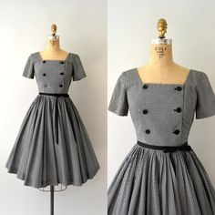 "Gefällt 200 Mal, 4 Kommentare - Sweet Bee Finds (@sweetbeefinds) auf Instagram: ""SOLD •••1950s vintage dress, black and white gingham, fitted bodice, button front, short sleeve,…"""