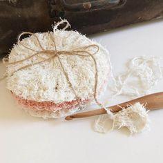 Simple Scrubby Pattern – Crochet By Ellen Scrubby Yarn, Crochet Scrubbies, Crochet Dishcloths, Crochet Faces, Knit Or Crochet, Crochet Things, Free Crochet, Crochet Coaster Pattern, Crochet Patterns