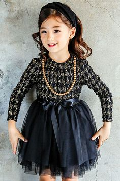 Beautiful tweed grey and white top with little sequin sparkles. Lined beautifuly with warm soft fleece. Full tulle skirt with rklibbon