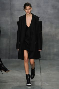 Vera Wang Fall 2015 Ready-to-Wear Collection  - ELLE.com