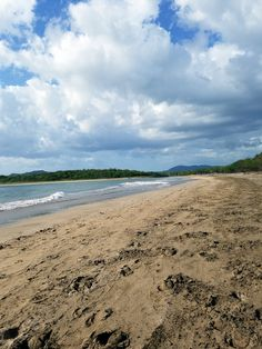 Playa Tamarindo, Costa Rica. Click through to read our guide to visiting this popular surfing beach: http://mytanfeet.com/costa-rica-beach-information/playa-tamarindo-costa-rica/