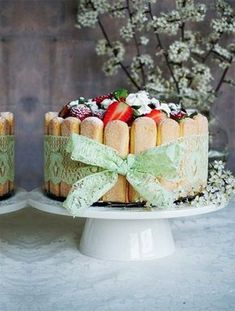 Torcik CharlotteFot. Daria Dzida z mysweetworld.pl #tort #ciasta #wypieki #torty #torcik #desery #słodkie #jedzenie #urodziny #imieniny #owoce #owocowy #prosty #łatwy #szybki #wiosenny #lato #charlotte #torciki #przepisy #przepis #gotowanie #niespodzianka #kokardka Easter Recipes, Dessert Recipes, Vanilla Cake, Healthy Living, Cheesecake, Deserts, Food And Drink, Sweet, Party