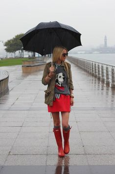 Quirky rainy day outfit - animal sweater and red Hunter boots. Cute Rainy Day Outfits, Outfit Of The Day, Winter Outfits, Cute Outfits, Rainy Outfit, Atlantic Pacific, Preppy Mode, Preppy Style, Fall Fashions