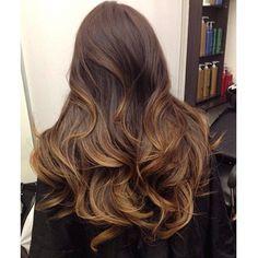 Pessoal bom dia hoje separei mais uma referencia de cor para as morenas...mechas bem suaves ao tom mel para dar vida ao seu cabelo que tal? Tão lindo bomdia!!!