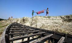 ভাঙ্গনের রাজ্যে  শৈশব বন্ধন ......   SOS childhood on river erosion ...  Copyright :Abdul Malek Babul FBPS . Cell:( +880) 01715298747  &  01837805350              E mail : bimboo.babul@yahoo.com             :  babul.photopassion@gmail.com http://www.flick