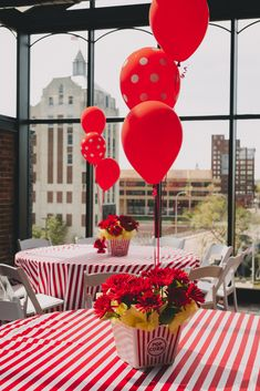 Popcorn Bucket Centerpieces with Red Balloons and Flowers for a Circus Inspired First Birthday Party. Photo by Sara Johnson Photography. Circus Theme Party, Carnival Birthday Parties, Circus Birthday, First Birthday Parties, Birthday Party Themes, 80th Birthday, Party Fun, Party Ideas, Circus Centerpieces