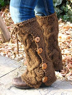 Bulky cabled leg warmers with buttons (free pattern! basically a fancy rectangle!) I can do this in crochet . Crochet Leg Warmers, Crochet Boot Cuffs, Crochet Boots, Crochet Slippers, Crochet Clothes, Knit Crochet, Loom Knitting, Knitting Socks, Free Knitting