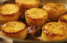 Potato fondant is good party starter french recipe.A classic, restaurant method of cooking potato which you can cook easily at home. It produces a deliciousl. Dutch Recipes, Cooking Recipes, Tapas, Homemade Recipe Books, How To Cook Potatoes, Beignets, Special Recipes, Healthy Dessert Recipes, Potato Recipes