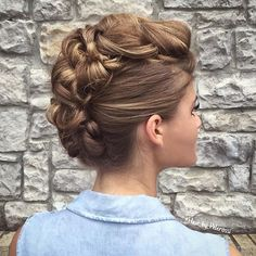Bridal hair inspiration pic via @hair_by_pelerossi #tagahairvendor #bridalhair #mohawkforbrides #hairglam #instapic #like4like