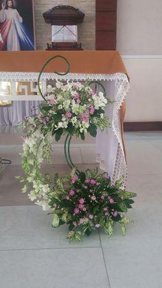 Contemporary Flower Arrangements, Large Floral Arrangements, Church Flower Arrangements, Beautiful Flower Arrangements, Beautiful Flowers, Church Christmas Decorations, Altar Decorations, Wedding Decorations, Alter Flowers