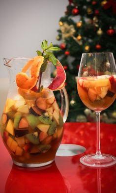 Clericot de vinho branco com uva, morango, kiwi, abacaxi, laranja, maçã e pêssego; da Churrascaria Ataliba (www.ataliba.com.br)