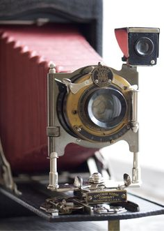 i want to have an old school camera like this! haha