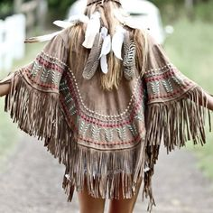 B O H E M I A N ☮ ❁ ғollow ↠ ↞ on pιnтereѕт & ιnѕтagraм ғor мore ιnѕpιraтιon ☪ ☆ Bohemian inspiration. Leather and fringe poncho, gypsy Indian fashion. feathers in hair. Gypsy Style, Boho Gypsy, Hippie Style, Bohemian Style, My Style, Fringe Fashion, Boho Fashion, Winter Fashion, Indian Fashion