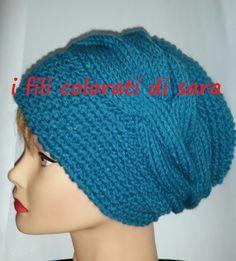 Cappello in lana lavorato a maglia con una di ifilicoloratidisara