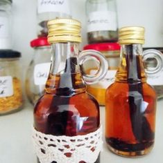 Extract (esenţă) de vanilie | Bucate Aromate Canning Recipes, Baking Tips, Hot Sauce Bottles, Whiskey Bottle, Deserts, Spices, Food And Drink, Healthy Recipes, Homemade