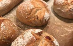 Speckweckerl - Backen mit Christina Bread, Baking, Mozzarella, Food, Smoke, Baking Tips, Grandma's Recipes, Chef Recipes, Kuchen