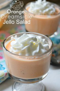 Orange Dreamsicle Jello Salad Recipe - Great Dessert to Feed a Crowd. A classic old school recipe that is perfect for holidays, summer picnics, and backyard get-togethers! Jello Desserts, Jello Recipes, Dessert Salads, Great Desserts, Health Desserts, Salad Recipes, Delicious Desserts, Dessert Recipes, Fruit Salads